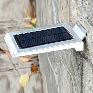 Сензорна лампа за слънчево движение